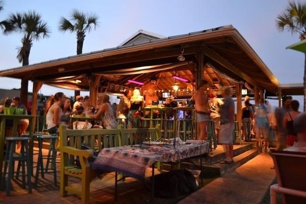 Sliders Restaurant Amelia Island outdoor bar area