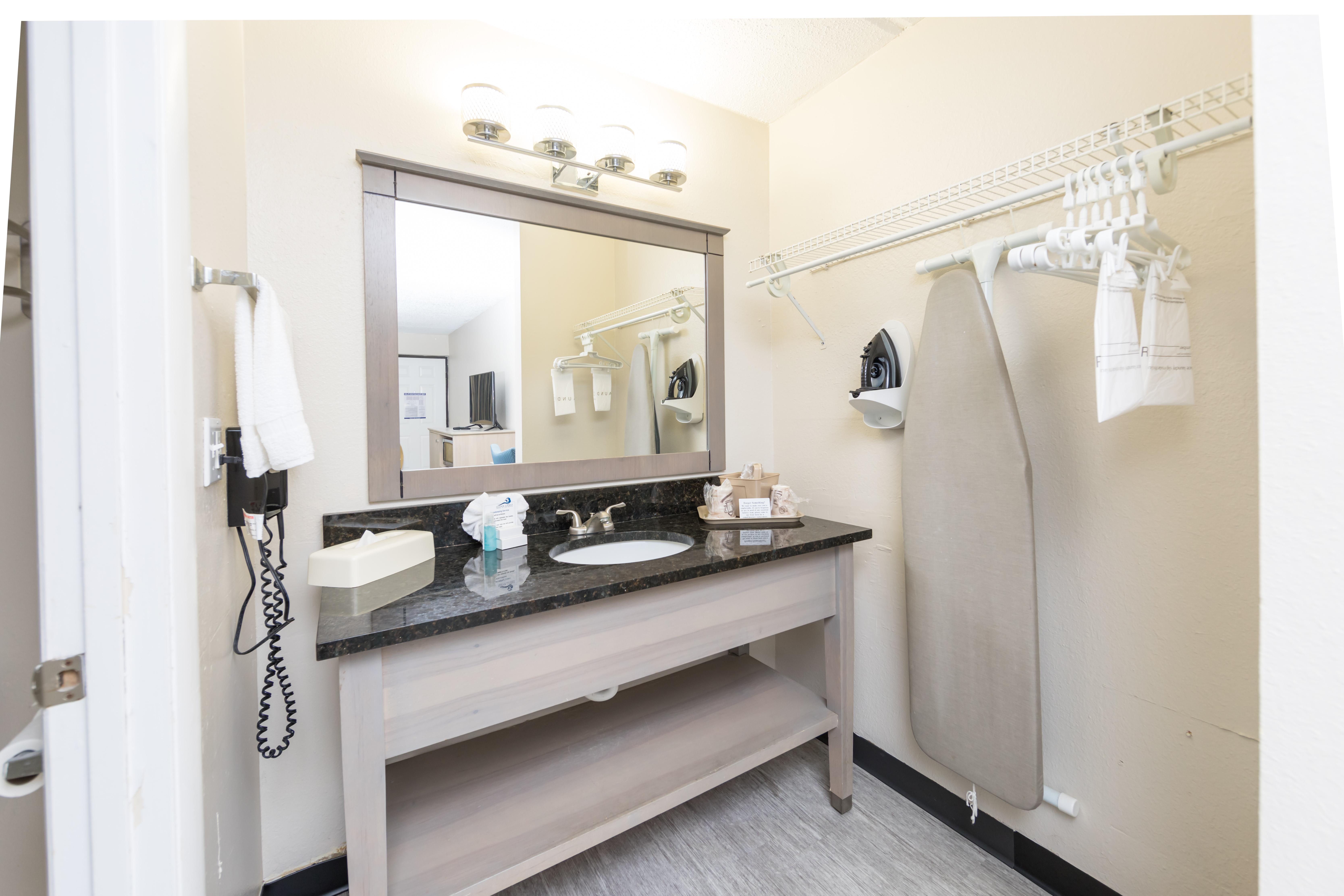 Ocean Coast Hotel King Room Bathroom