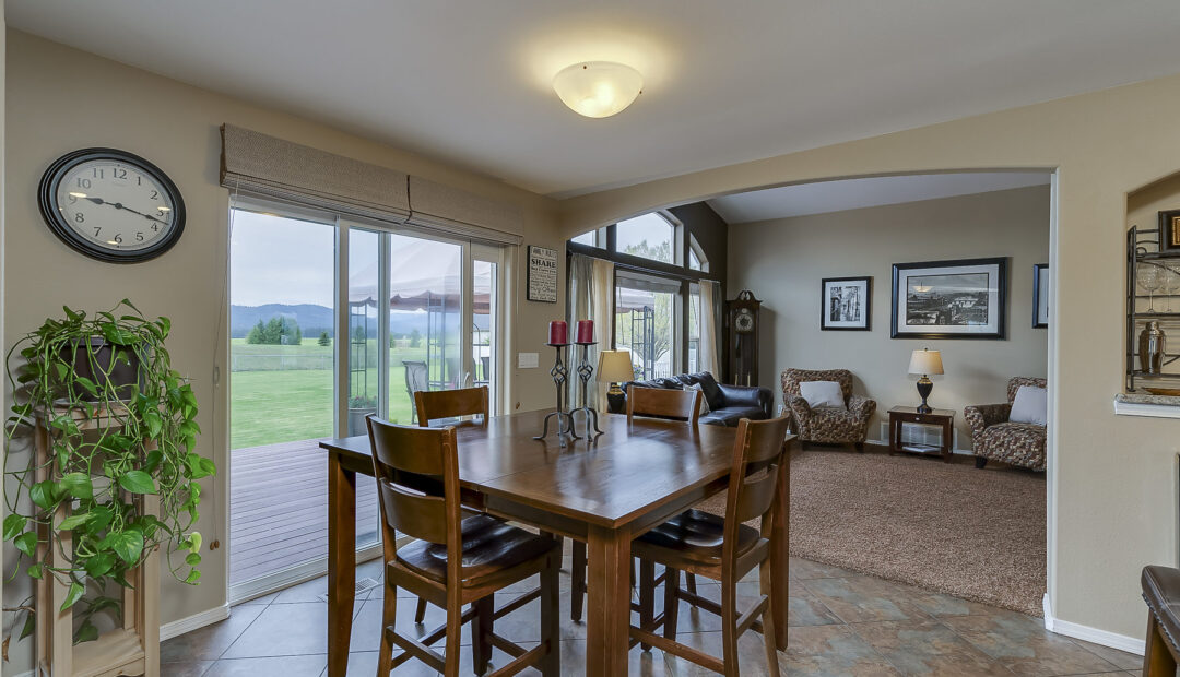 7132 E GRETA AVE POST FALLS IDAHO REAL ESTATE HOME FOR SALE INFORMAL DINING AREA WITH A VIEW
