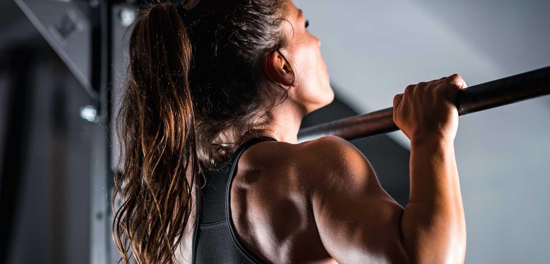 Woman-Athlete-Doing-Pull-Ups