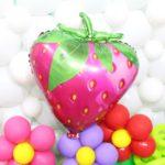 Lindos globos de cumpleaños con diseño de fresa