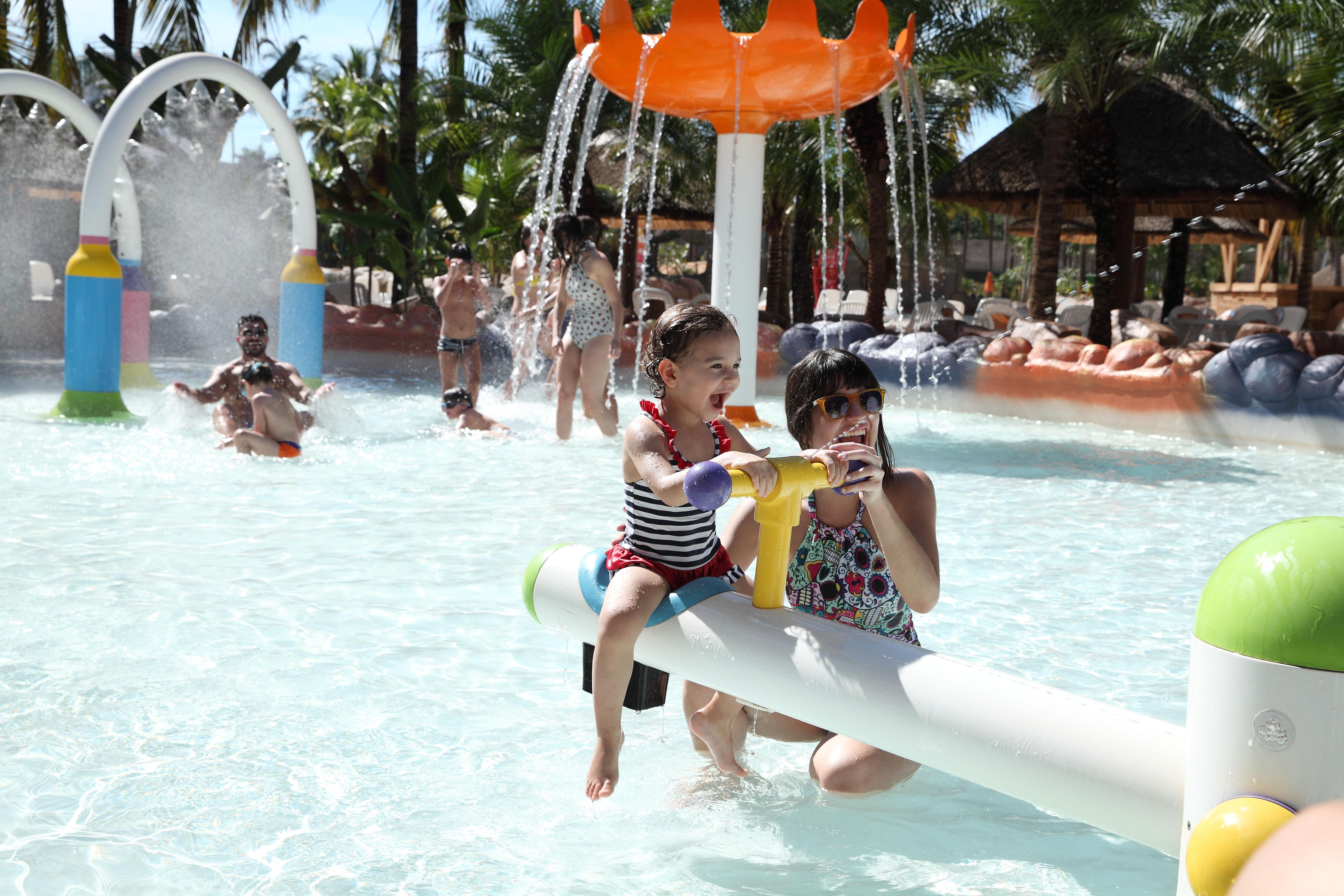 Carnaval do Hot Beach Olímpia inclui bateria de escola de samba