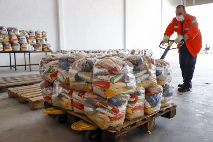 Kit de Alimentação Escolar. 27/03/20. Foto: Ivan Feitosa/Pref. Rio Preto.