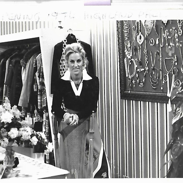 1974 - Highland Park Store opens