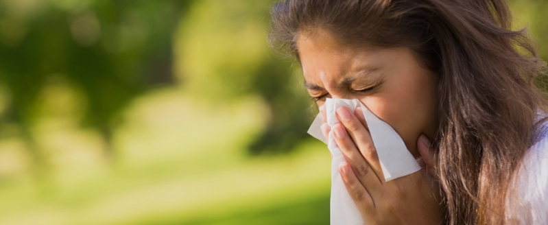 How to Use a Steamer to Keep From Sneezing This Spring