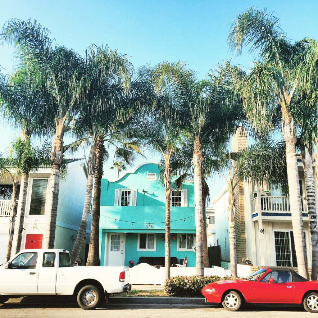 Beach house details - palm trees, old cars, colorful façades.