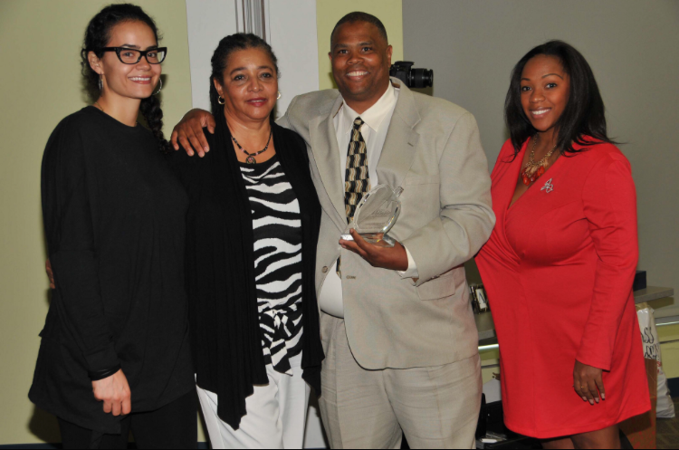 Michael Feeny's sister, mother, and cousin picture with recipient Omar Bashirr (photo credit: Carlos Holmes)