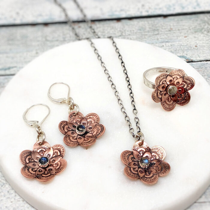 Flower collection in copper with labradorite stone; earrings, necklace and ring