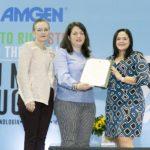 Gretchen Guzman de GWORKS , Maria Christian, Subsecretaria de Asuntos Academicos del Dept de Educacion y Aixa Caballer de la Fundacion Amgen entregando Proclama