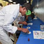 Estudiantes de educacion especial realizaron diferentes experimentos en el laboratorio rodante