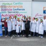 Grupo de estudiantes de educacion especial y maestros de la Escuela Luis Pales Matos que participaron del laboratorio de ciencias en la unidad rodante