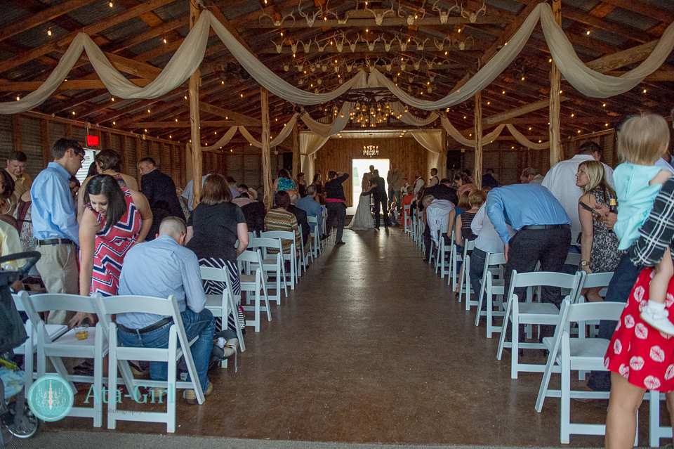 bradys bloomin barn san antonio wedding (12)