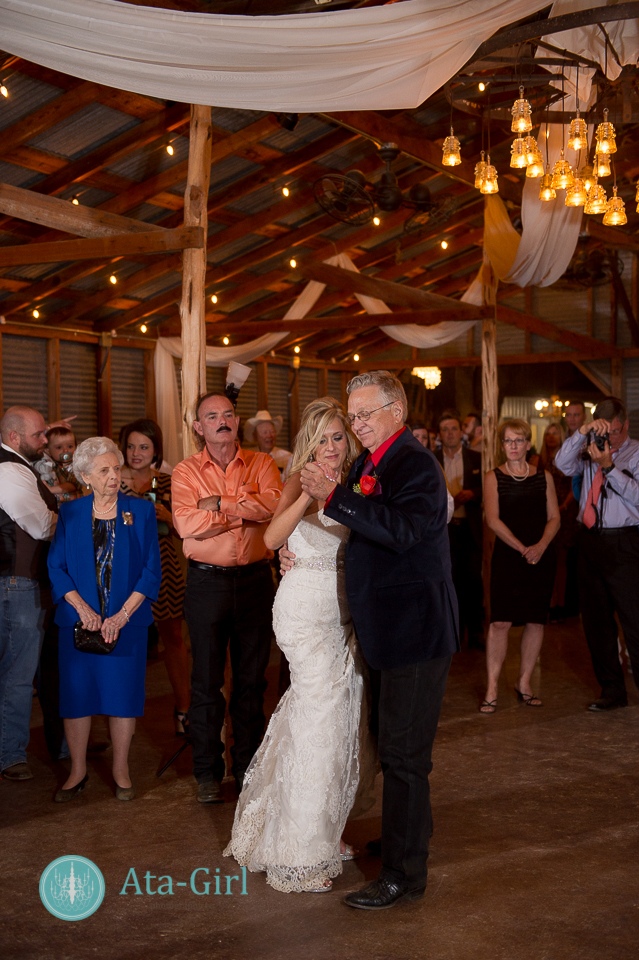 bradys bloomin barn san antonio wedding (27)
