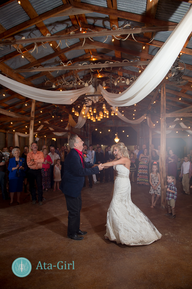 bradys bloomin barn san antonio wedding (28)