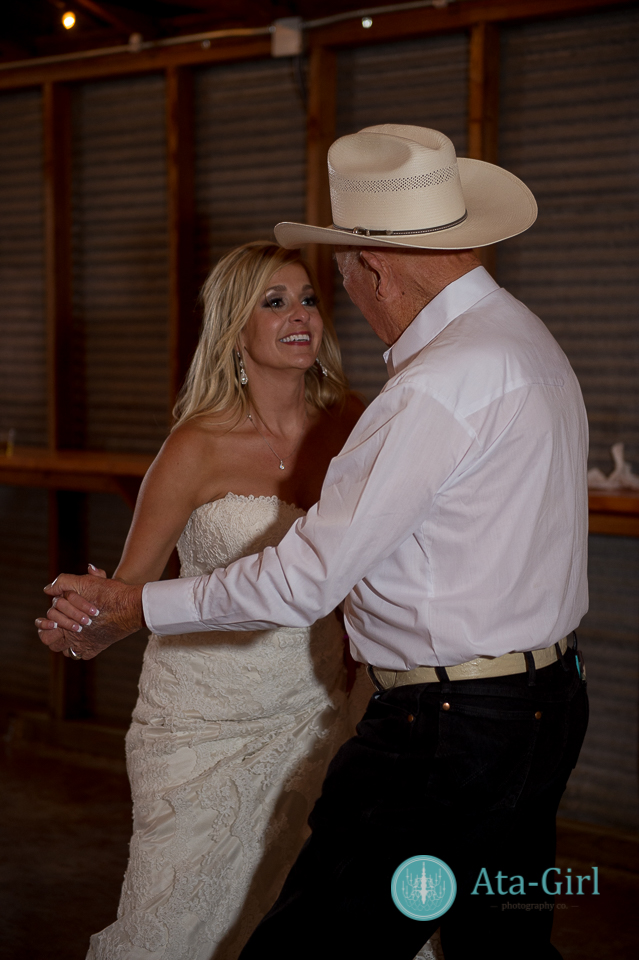 bradys bloomin barn san antonio wedding (35)