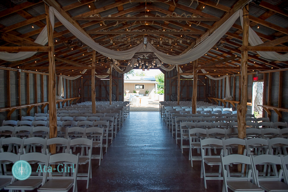 bradys bloomin barn san antonio wedding (1)
