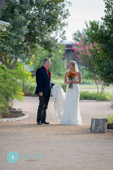 bradys bloomin barn san antonio wedding (5)