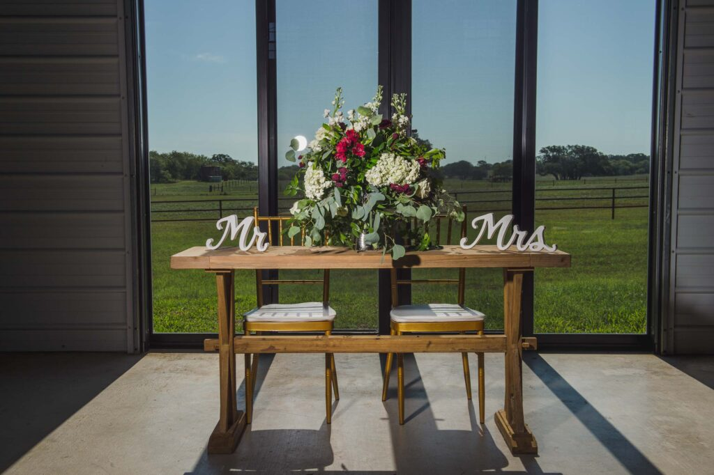 Indoor vs Outdoor Wedding Ceremonies- The Pros and Cons _4S11108