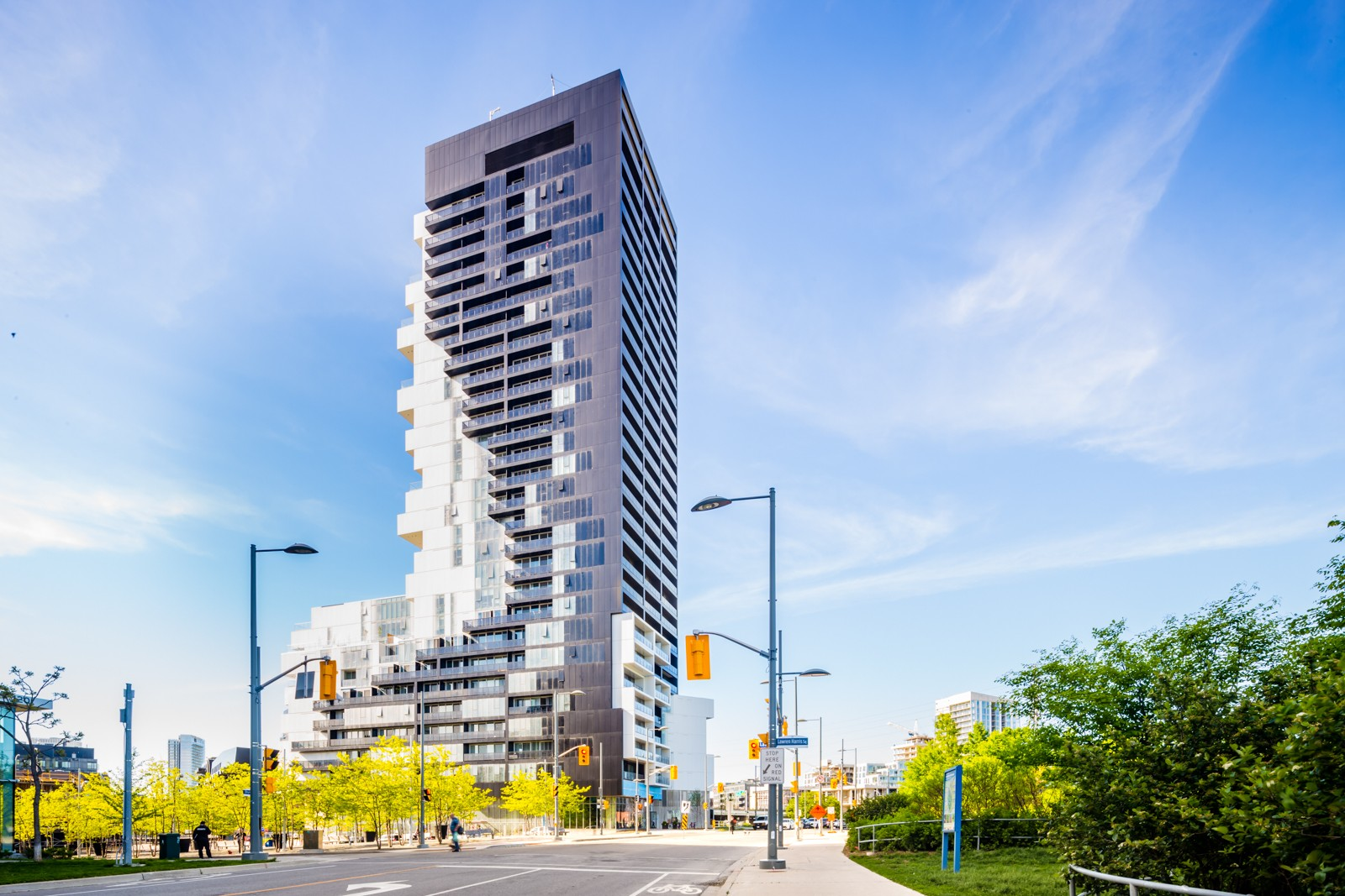 170 Bayview Ave – 1 Bedroom $1,695
