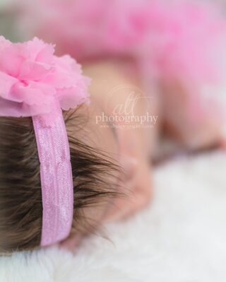 We always capture tiny fingers and toes, but we absolutely love when we meet newborns with lots of hair! Photos of the little baby curls and hair sticking up here are there makes for sweet photos in collages and albums.⠀⠀⠀⠀⠀⠀⠀⠀⠀ .⠀⠀⠀⠀⠀⠀⠀⠀⠀ .⠀⠀⠀⠀⠀⠀⠀⠀⠀ .⠀⠀⠀⠀⠀⠀⠀⠀⠀ #southtampababyphotographer #mortonplantbabyphotographer #babyplacebabyphotographer #davisislandphotographer #stpetebabyphotographer #stpetenewborn #newbornphotographer #lifestylenewbornsession #fresh48 #fresh48session #newbornsession #babyphotographer #southtampanewbornphotographer