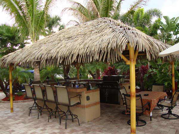 custom-outdoor-kitchenette-tiki-hut
