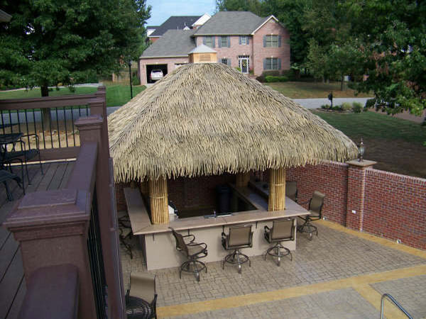 tiki-hut-with-thatch-built-by-Ricky-Wilson-3