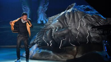 """Photo of Watch: Roddy Ricch Performs """"Heartless"""" & """"The Box"""" At The 2021 Grammys"""