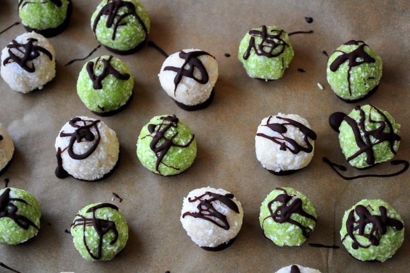 Raw Paleo Vanilla & Matcha Green Tea Macaroons