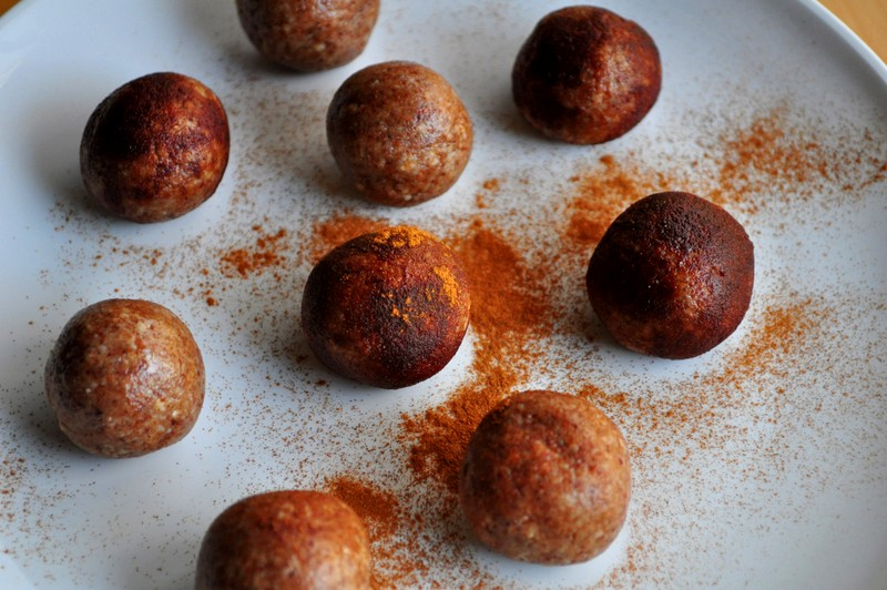 No-Bake Pale-Holes! (Paleo Donut Holes)