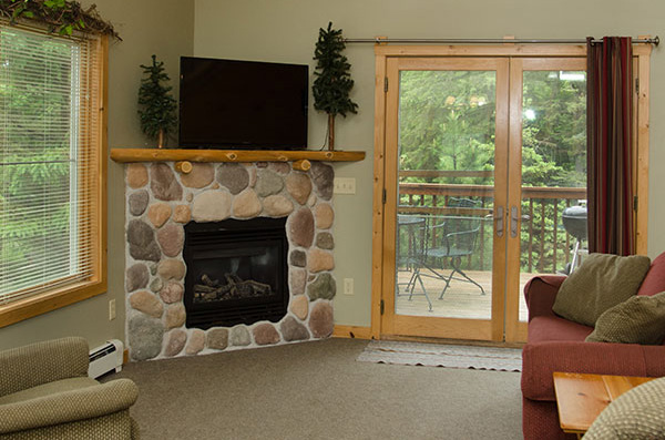 cabin-10-living-room