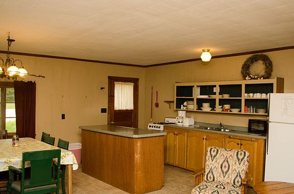 cabin-14-kitchen