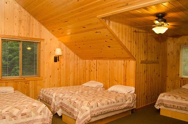 cabin-19-lofted-area