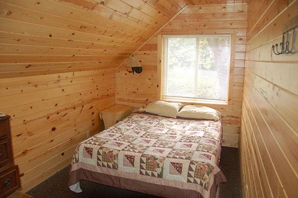 cabin-21-master-bedroom-2