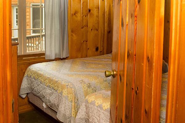 cabin-7-bedroom-2