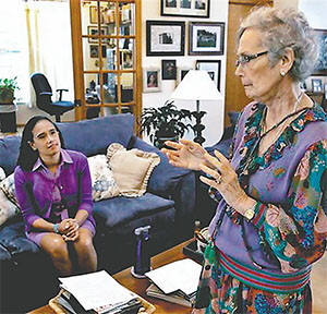 In this March 6, 2015 photo, Judith Thompson, right, talks to her daughter Jennifer before an interview in Spring Hill, Fla.(EURWEB.COM)