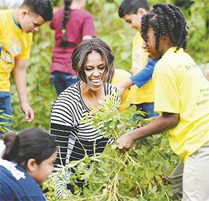 Michelle Obama is joined by school children and chefs for the annual fall harvest of the White House Kitchen Garden in Washington, D.C., on Oct. 14, 2014. (OLIVIER DOULIERY/ABACA PRESS/TNS)