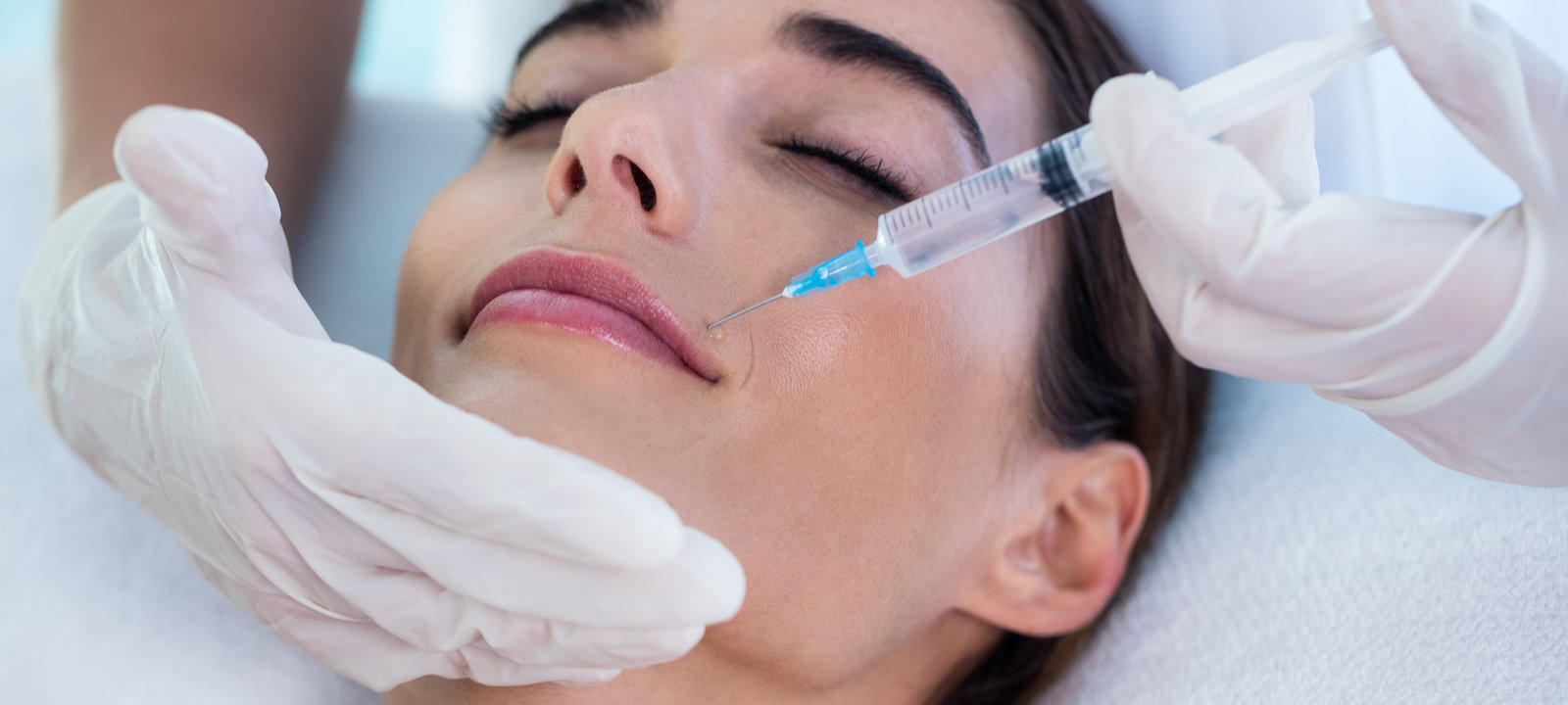 Woman-receiving-botox-injection