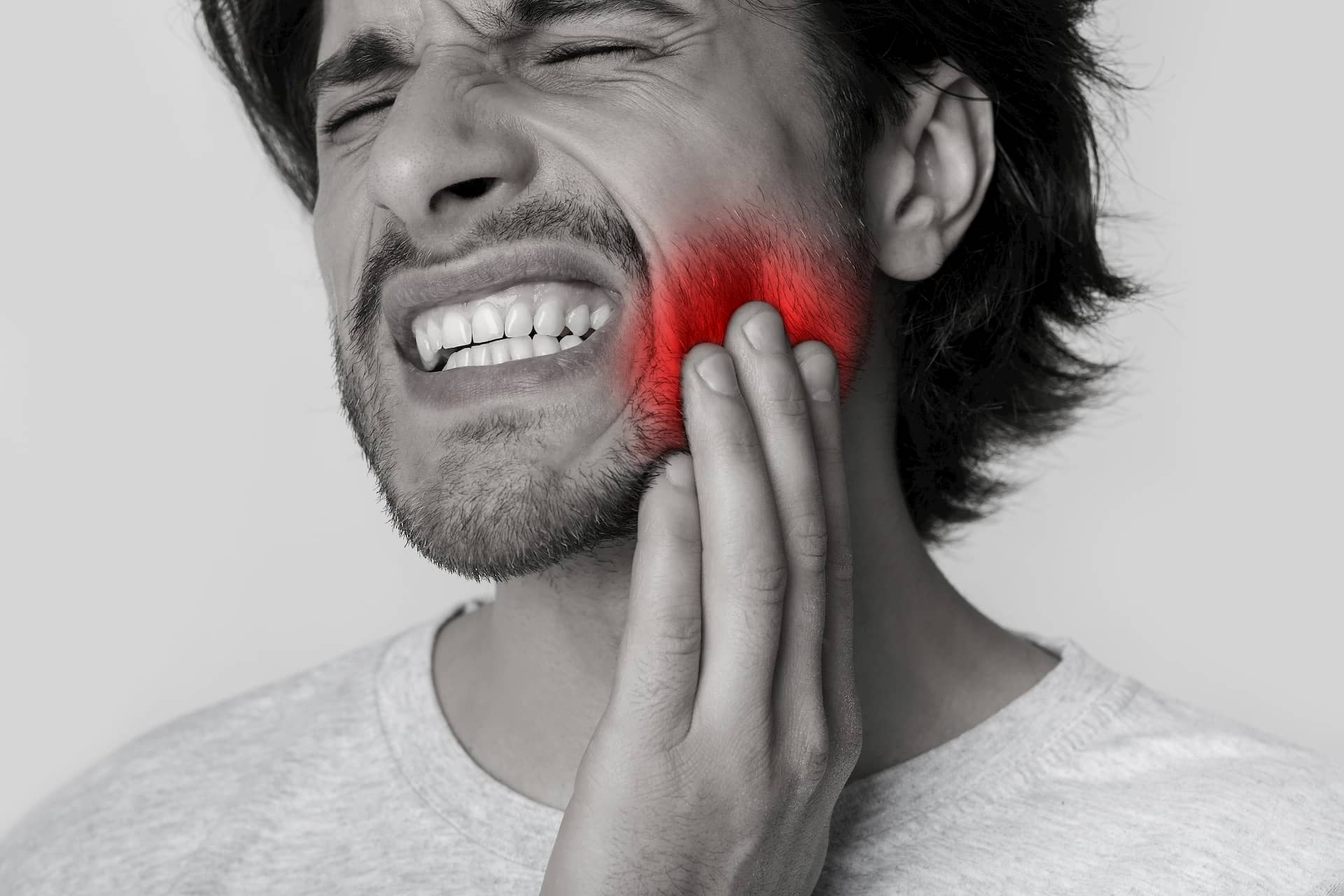 major-tooth-pain-on-man-root-canal