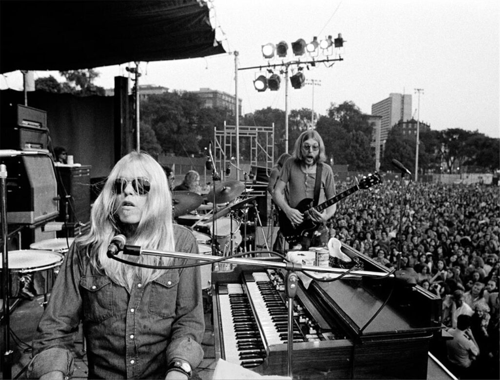 Greg and Duane Allman of the Allman Brothers Band performing.