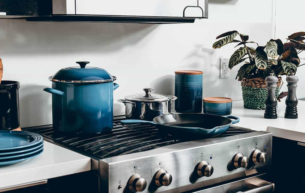 Cooking burner with blue theme pots