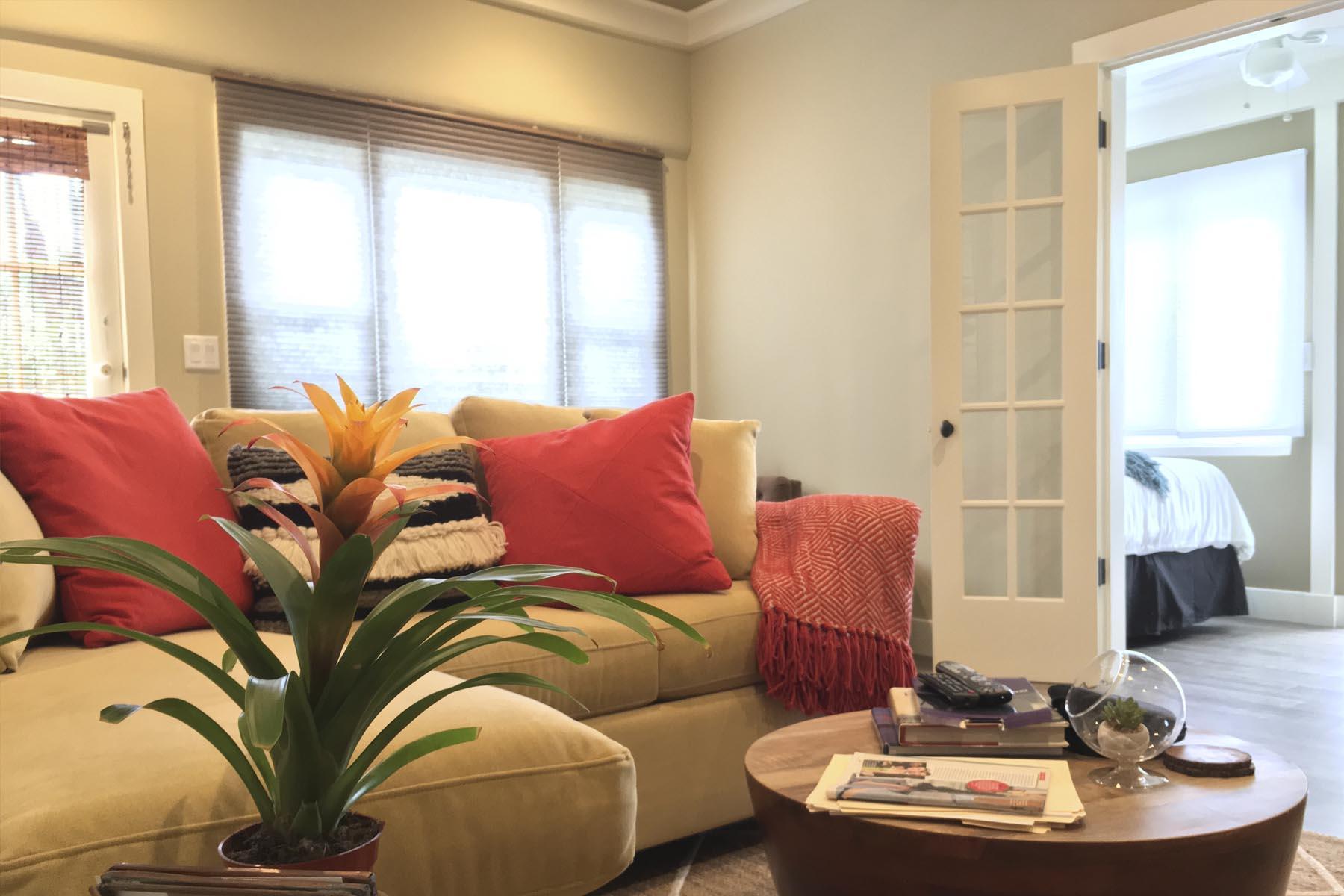 1530 Garden St. living room residential