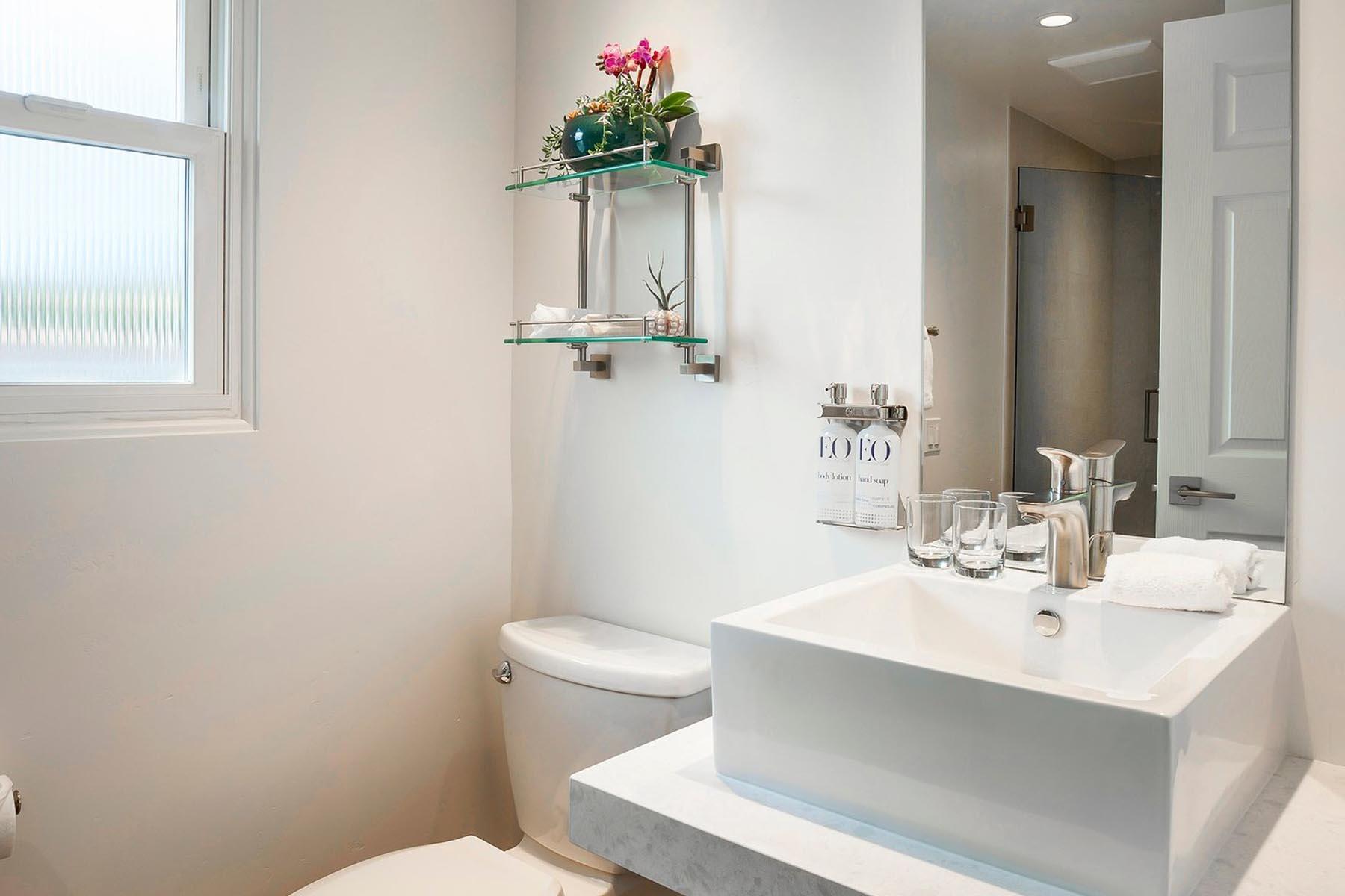 Blue Sands Inn Bathroom