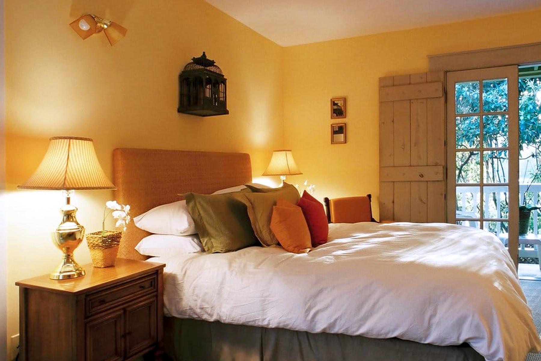THE ORCHID INN bedroom