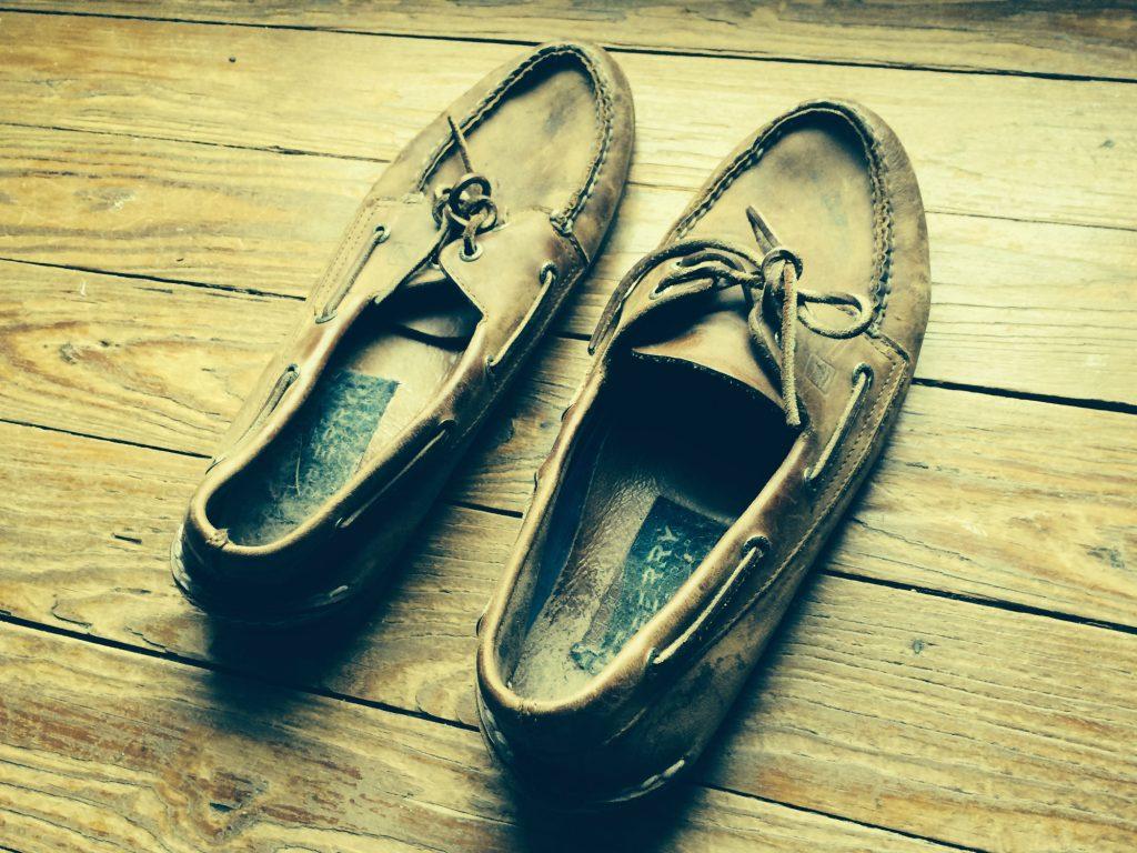 photo-jeffrey-pillow-wayne-pillow-shoes