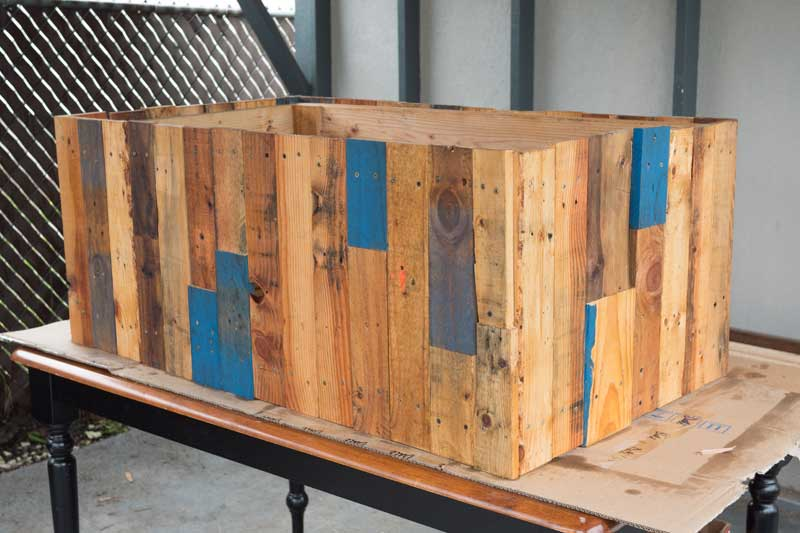 How To Build DIY Garden Beds With 2X6's and Pallets