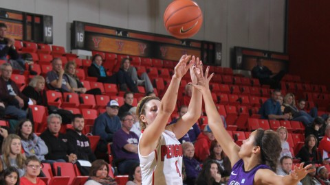 Freshman guard Nikki Arbana (4) attempts a 3-point shot during the Penguins game against Niagara on 11/15. Arbana scored 25 points, a YSU record for a freshman during a season opener. She was named the Horizon League Freshman of the Week. Photo by Dustin Livesay/ The Jambar.