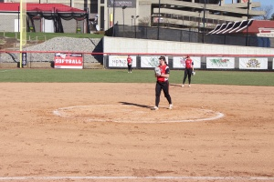 Maddi Lusk (10) threw a Complete Game shutout to win Game 1 of YSU's doubleheader sweep.