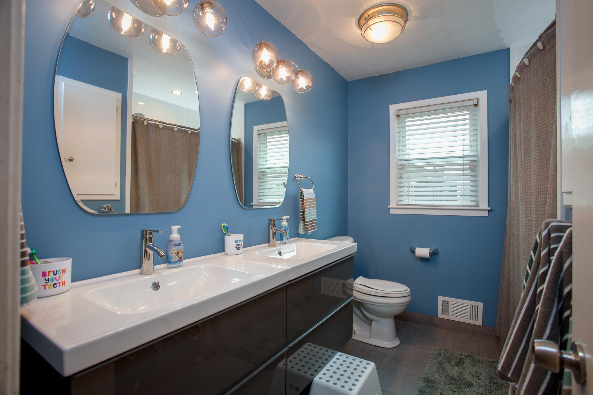double vanity bathroom