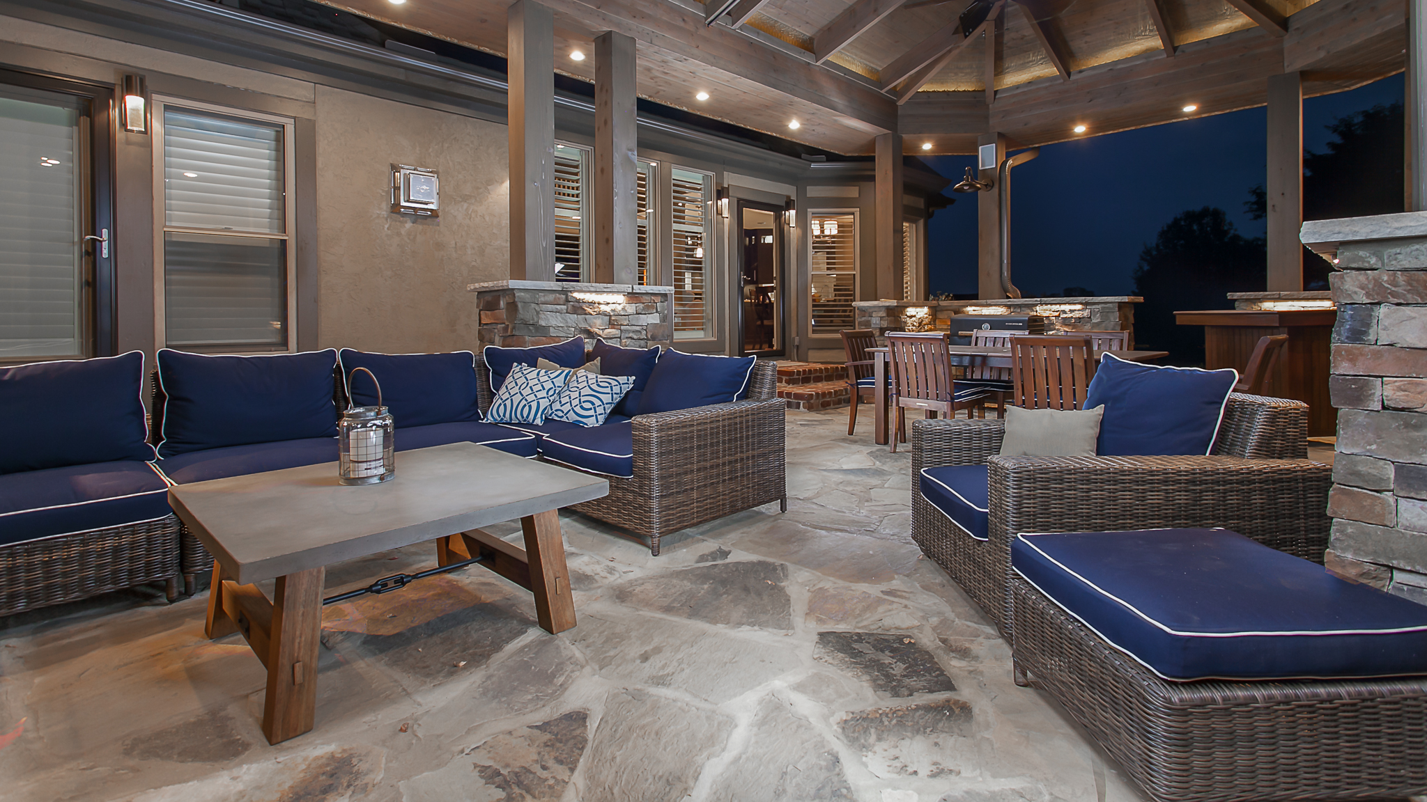 covered patio outdoor sitting