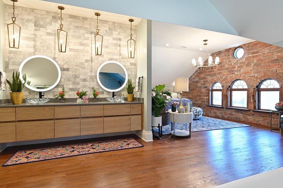 bargain mansion master bedroom
